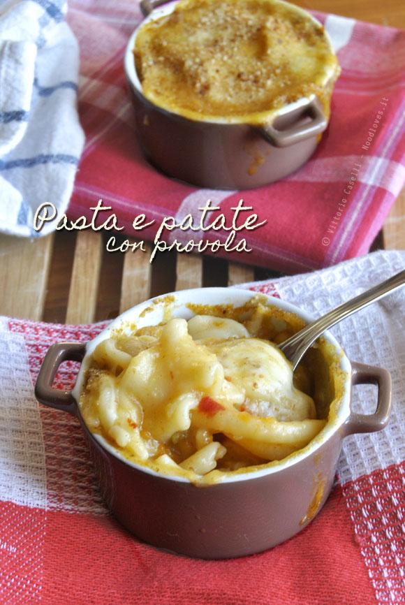 Pasta e patate con provola 1