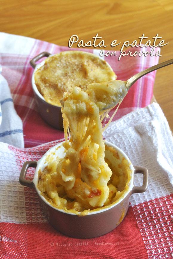 Pasta e patate con provola 2