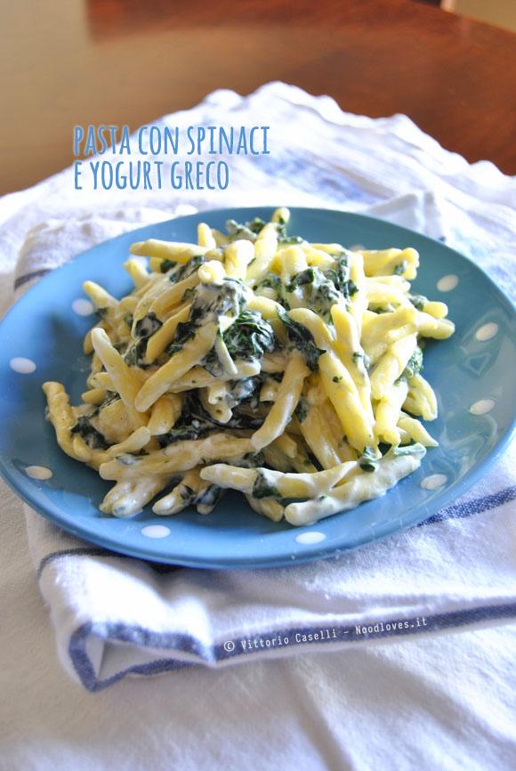 Pasta con spinaci e yogurt greco 1