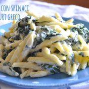 Pasta con spinaci e yogurt greco