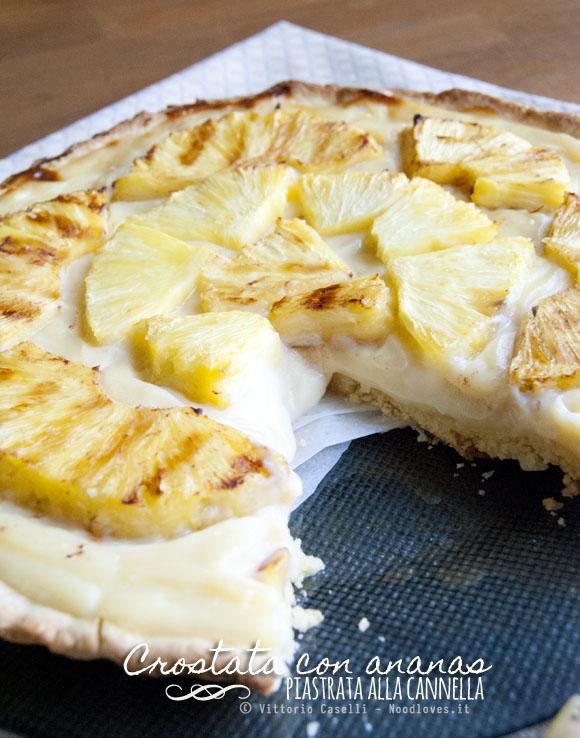 Crostata con ananas piastrata alla cannella e crema