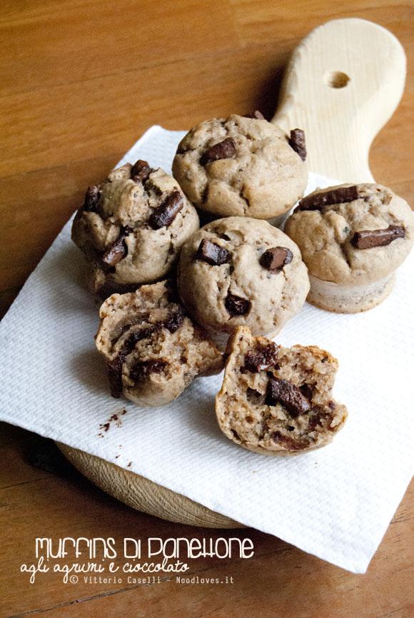 Muffins di panettone avanzato agli agrumi e cioccolato