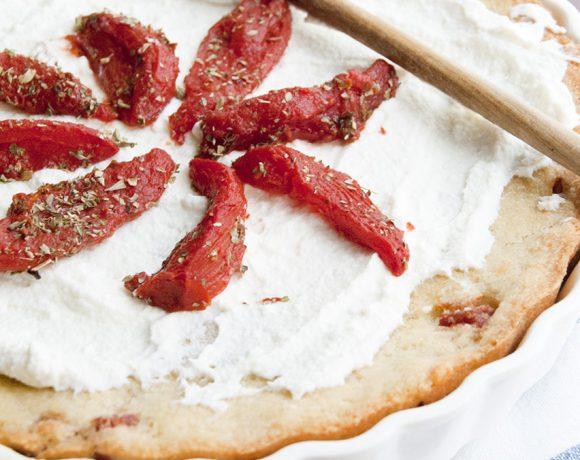 Crostata di pane goloso con ricotta e pomodori confit