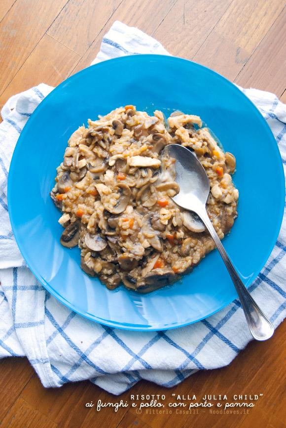 Risotto ai funghi con pollo croccante, porto e panna