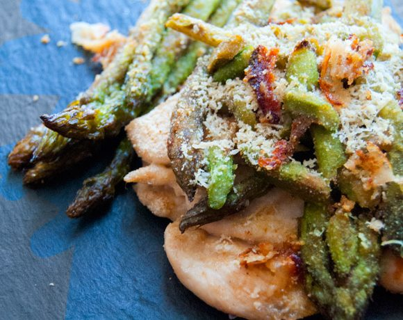 Petto di pollo in crosta di asparagi e parmigiano