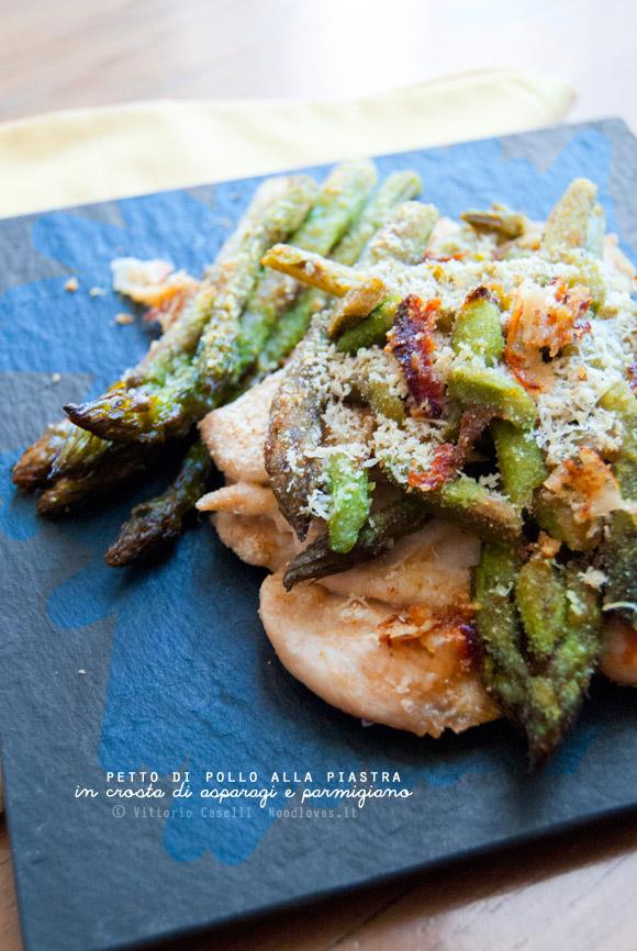 Petto di pollo alla piastra in crosta di asparagi e parmigiano