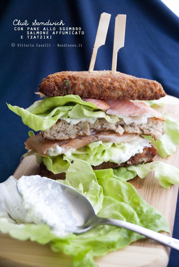 Club Sandwich con pane allo sgombro, salmone affumicato e tzatziki