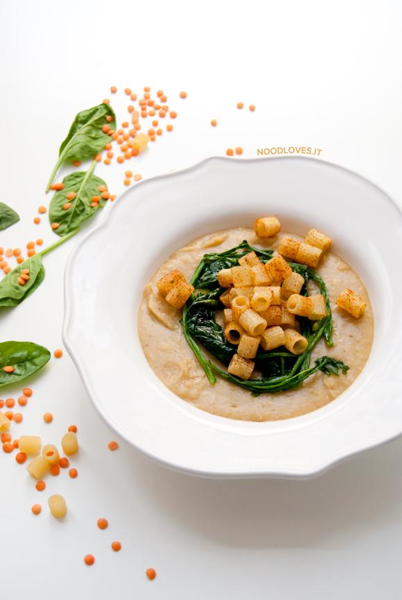 Crema di lenticchie rosse con spinaci