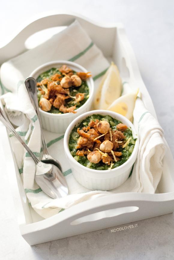 Risotto agli spinaci con limone, tonno e nocciole