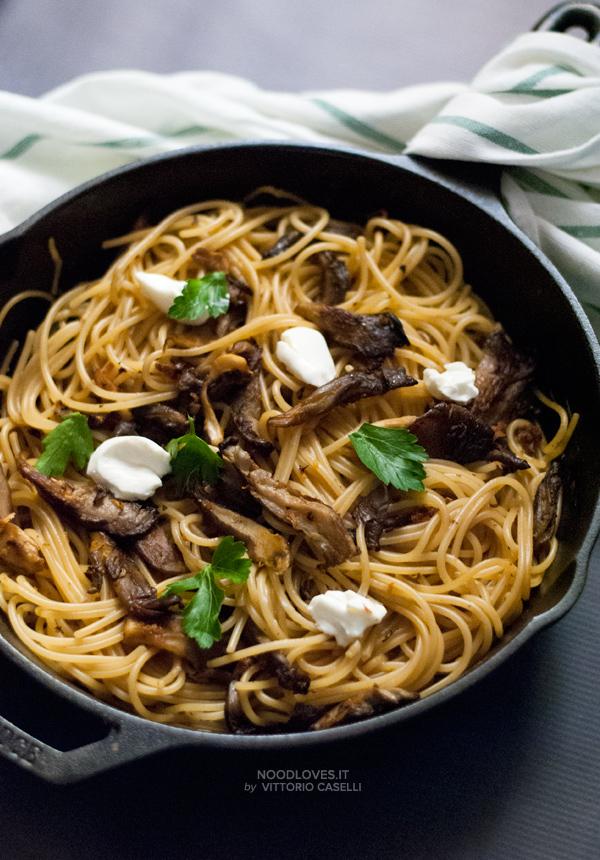 Spaghetti ai funghi arrostiti, ricetta vegetariana