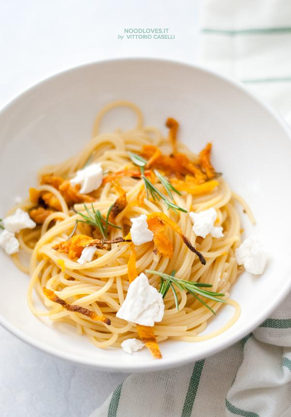 Spaghetti alla zucca piastrata e ricotta salata