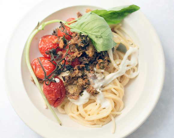 Spaghetti alla burrata pomodorini crumble