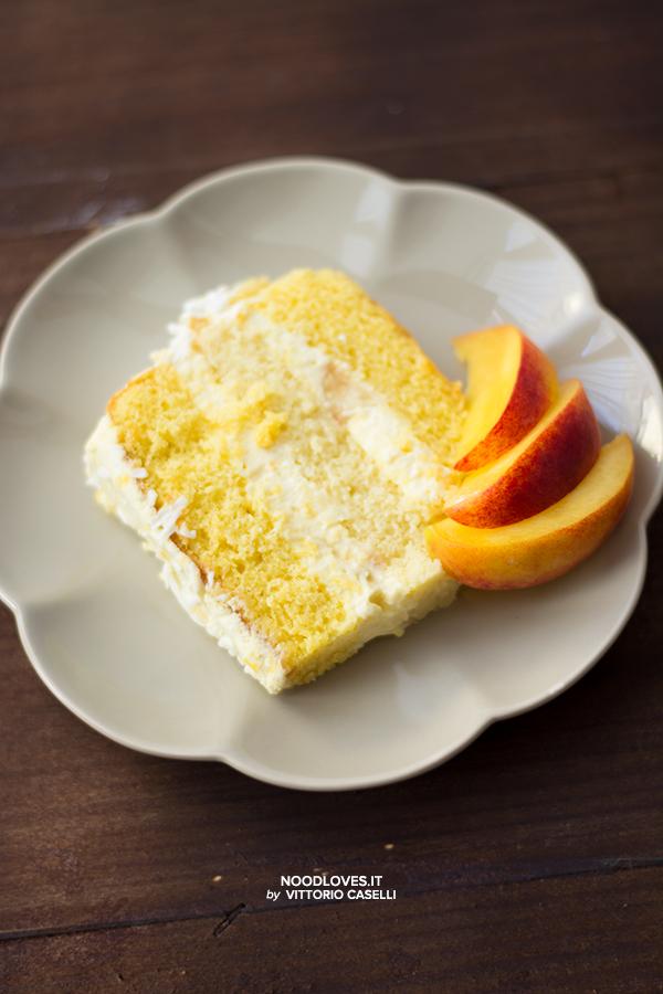 Sponge cake con crema alle pesche