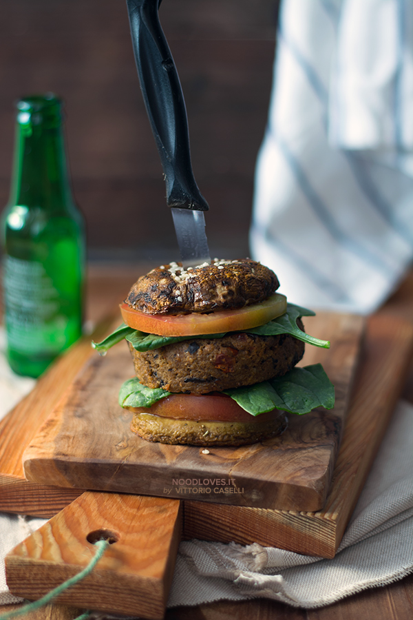 Veggie burger di melanzane e funghi