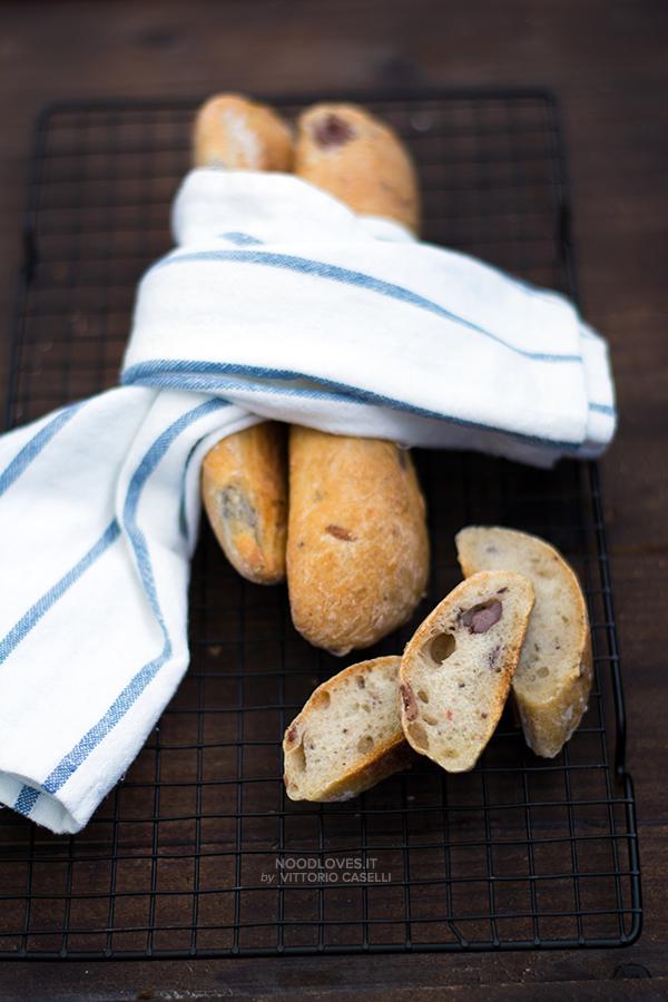 Pane alle olive, profumato e croccante