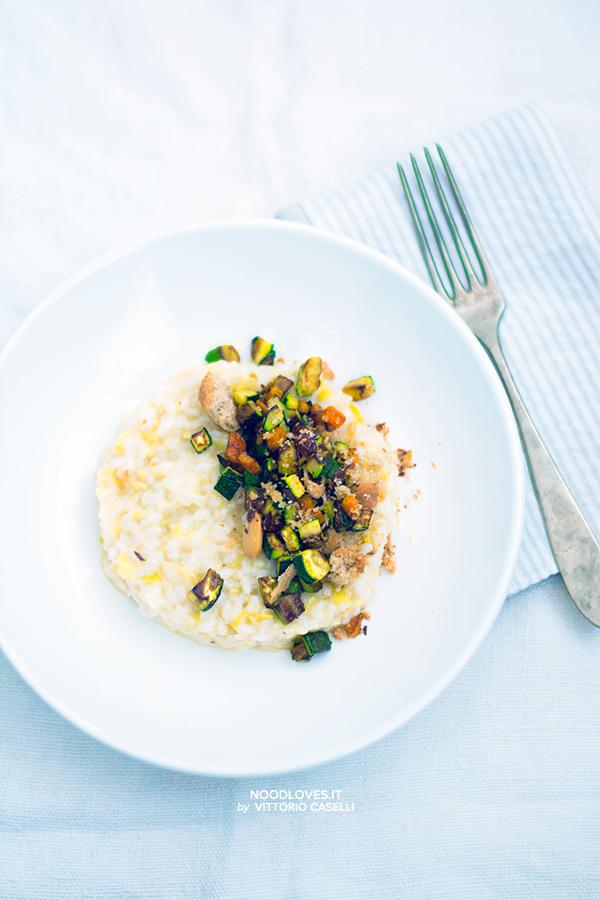 Risotto bianco con crumble vegetariano