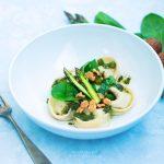Tortelloni di ricotta alle erbe con asparagi