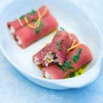 Involtini di tonno fresco e caprino con olive e grissini