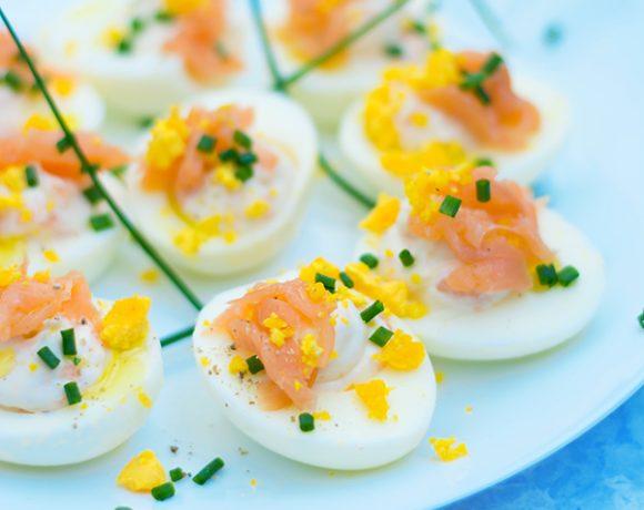 Uova ripiene con mousse di salmone